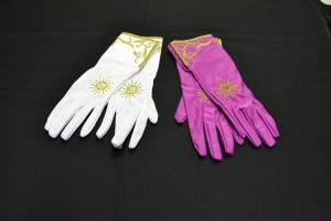 Pontifical gloves